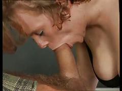 Eine Ehefrau Lernt Schlucken