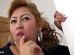 Mature Mom Luisa Loves Jerk Off Alone