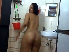 Sexy Indian Milf Loves To Show Her Nude Body