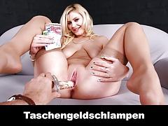 Sie Ist Eine Taschengeldschlampe Deutsch