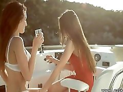 Lesbian Makeout Outdoor