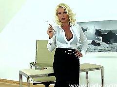 Mistress Lana Cox