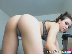 Perfect Body Teen Shows Her Good On Cam At Home