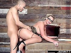 Brazzers Phoenix Marie Gets Pounded