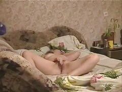 See Great Cum Of MILF On Bed Hidden Cam