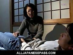 Makiko Miyashita Beats Her Boyfriend